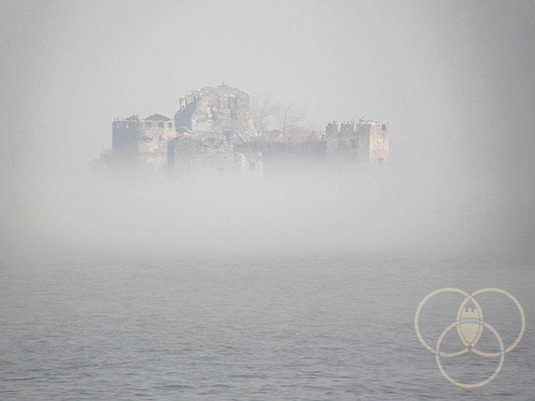 I Castelli di Cannero nella Nebbia