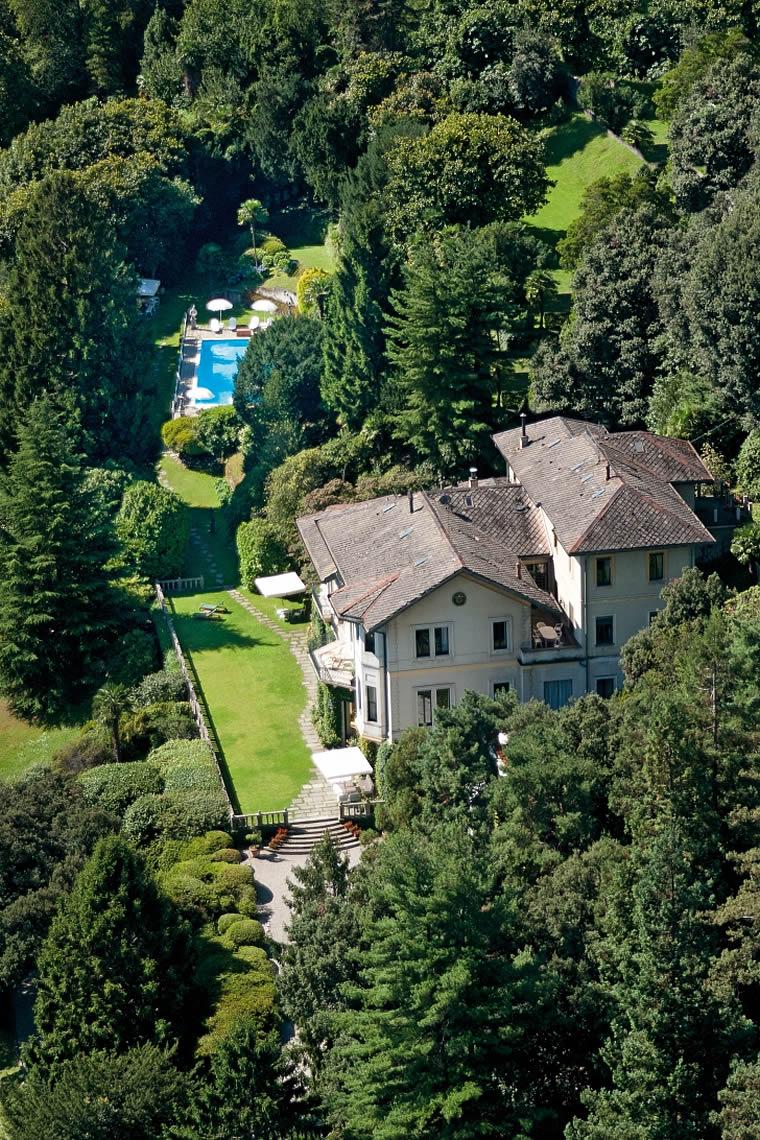 Villa a Lago con Piscina