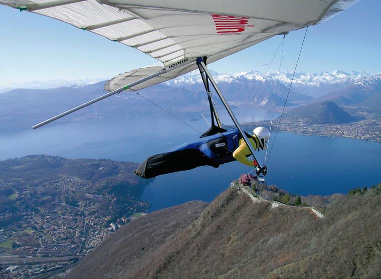 In deltaplano sul Lago Maggiore