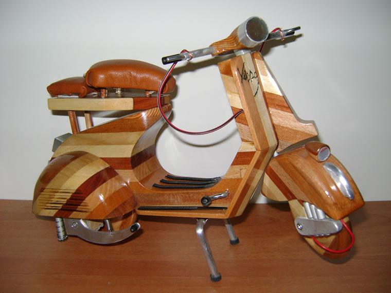 Modellino Vespa Piaggio in legno