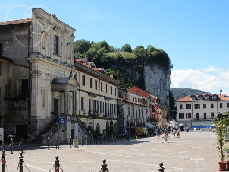 Arona Piazza del Popolo