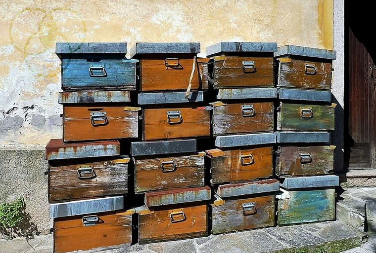 Boxes in Lesa
