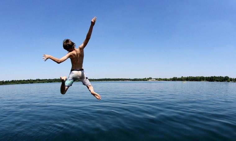 Tuffo nel Lago Maggiore